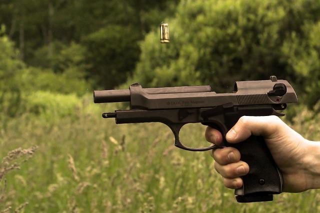 náboj nad pistolí.jpg
