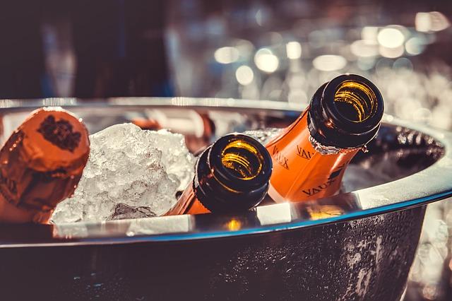 láhve šampaňského v ledu