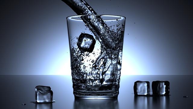 voda s ledem