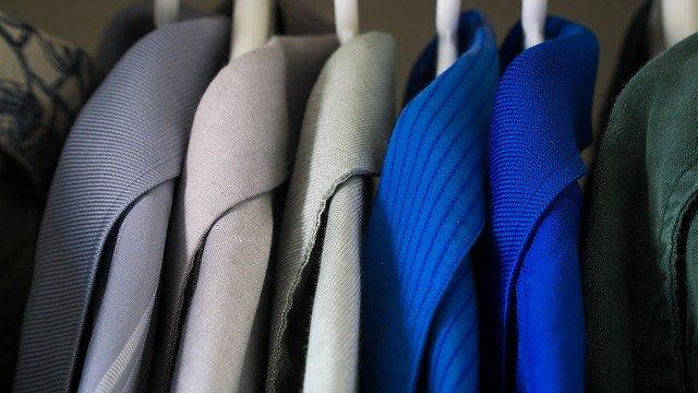 jednobarevné oblečení