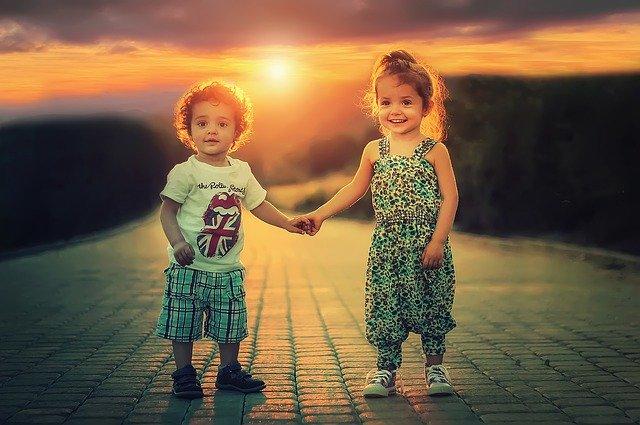 dvě malé děti